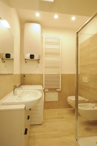 Appartamento trilocale di nuova costruzione agenzia for Arredo bagno albenga